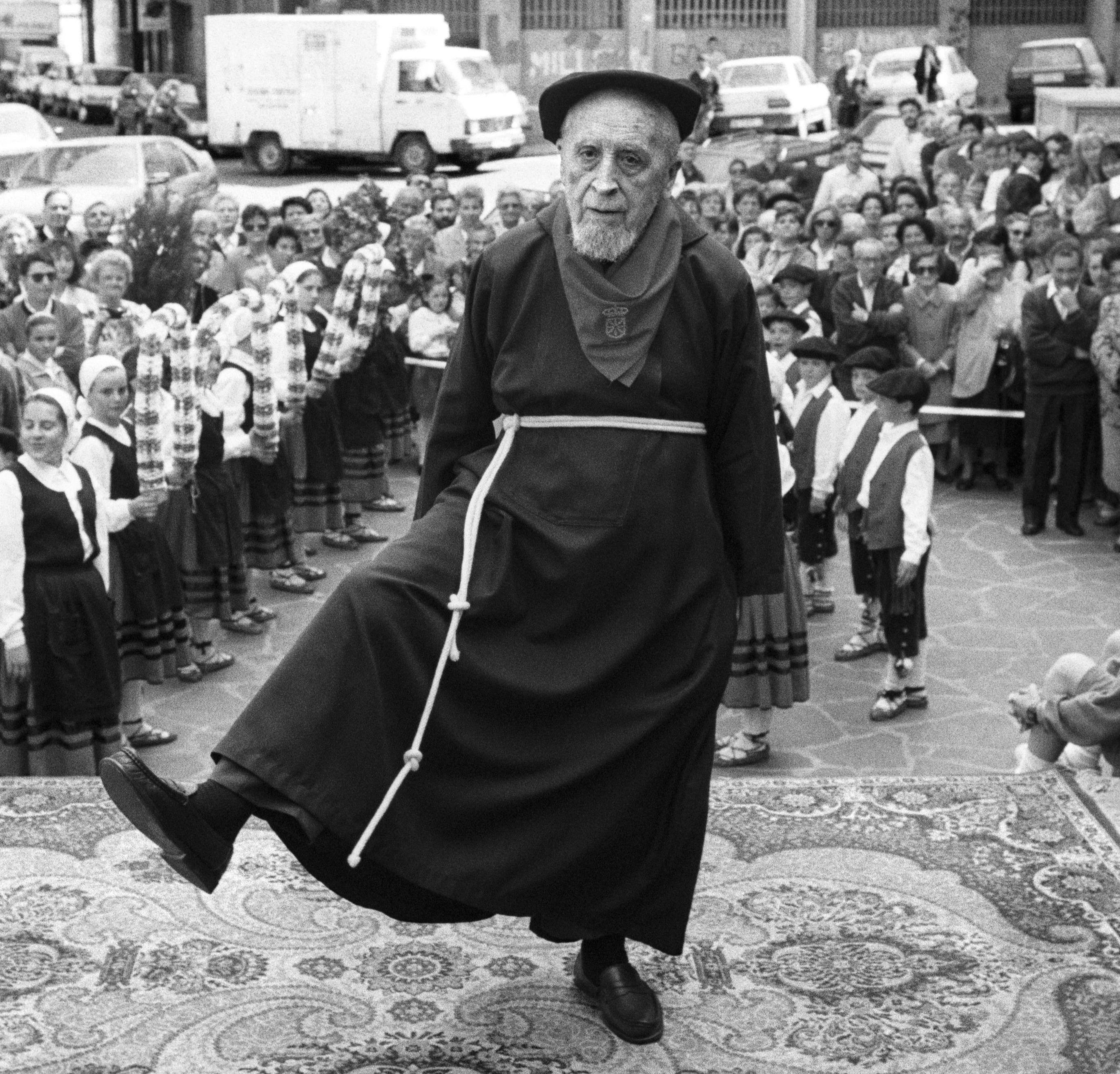 Antonio Arraiza, 100 urte bete zituela ospatzeko aurreskua dantzatu zuen fraidea