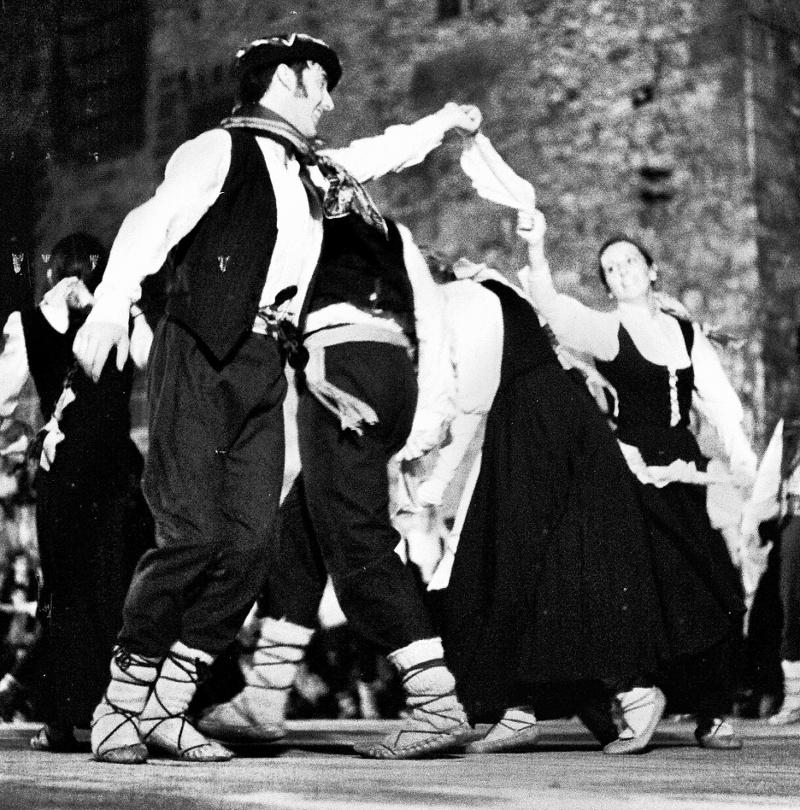 Argia dantzari taldea 1971ko Euskal Jaietan