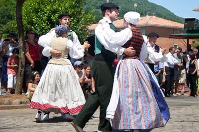 Armendaritze, Luzaide eta Forua: dantza argazki sorta berriak