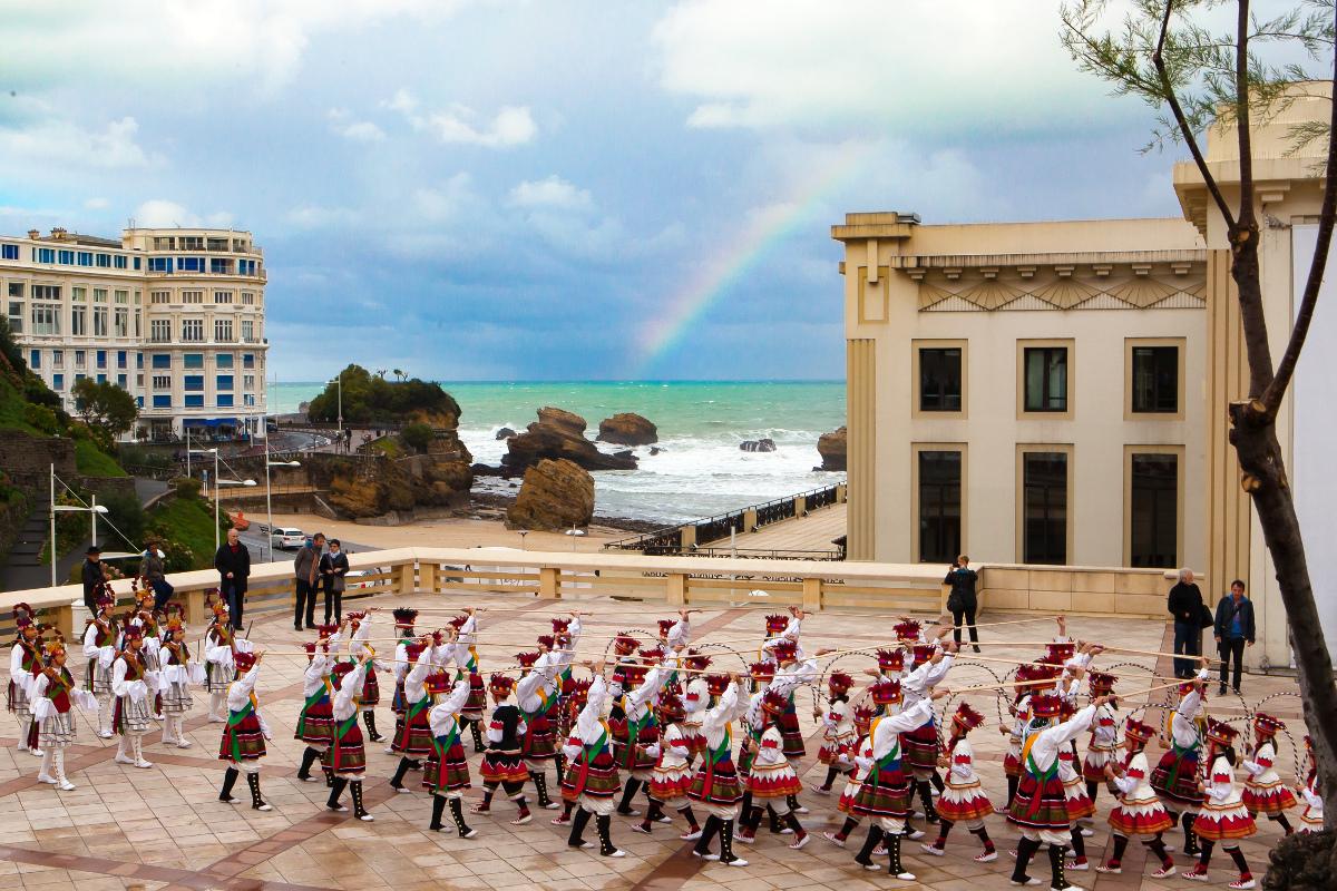 Nundik nora?, Bilaka eta Ezpata-dantza azaroan Biarritzen
