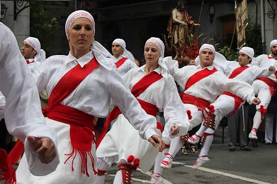 Emakumeak Tolosako bordon-dantzarien artean lehen aldiz
