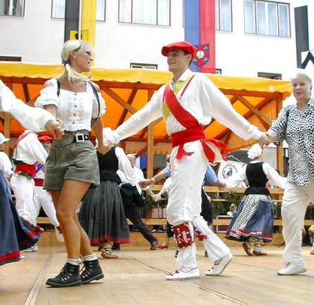 Euskal dantza taldeak atzerrira