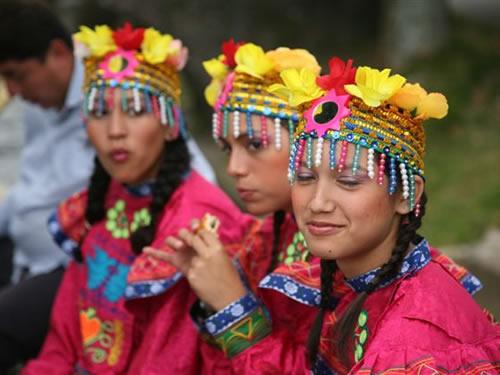Munduko folklorea gaztetxoen eskutik Gauargin eta Bidasoaldeko jaialdietan