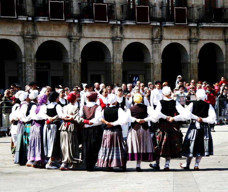 """""""Hiria eta dantza"""" aztergai izango da Ortzadarren folklore jardunaldietan"""