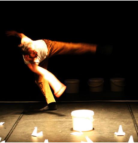 "Iker Gomez-en ""La Danza del Cisne"" baleta miniaturan La Fundicion-en"