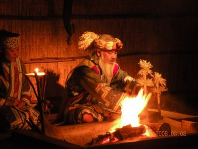 1475 ritual del fuego ainu.jpg