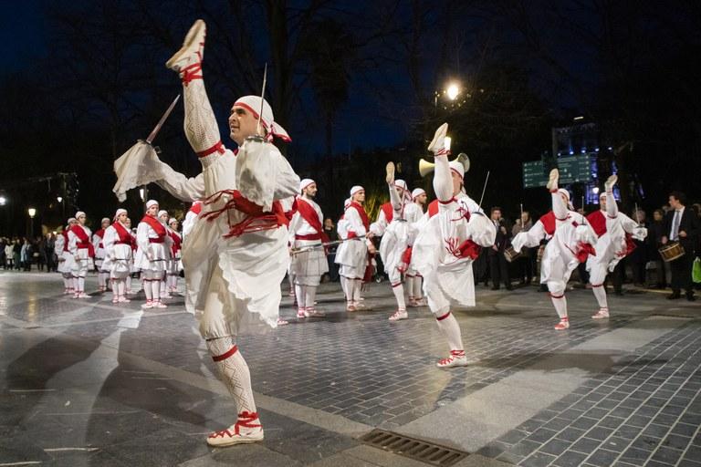 Ezpata-dantza urrezko domina 2019