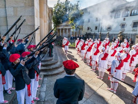 Gernika: Jaurlaritza 80 urte 2016 Ezpata-dantza salba