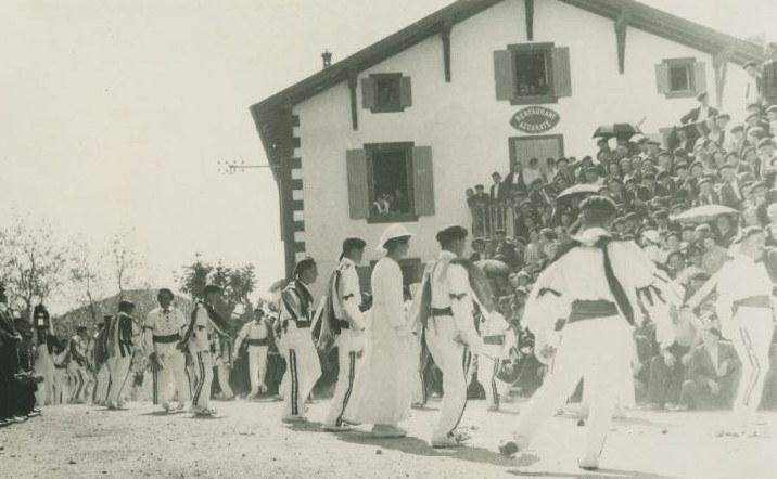 Kabalkada Irisarrin, 1937. Argazkia: Baionako Euskal Museoa