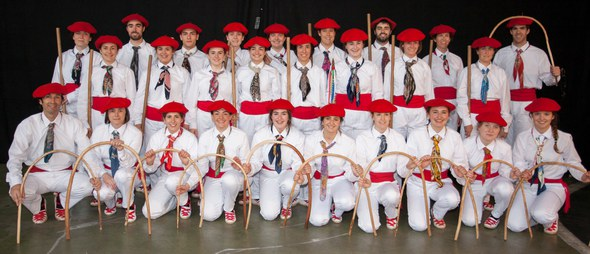 Kezka dantza taldea - talde argazkia 2016 dantzari eguna