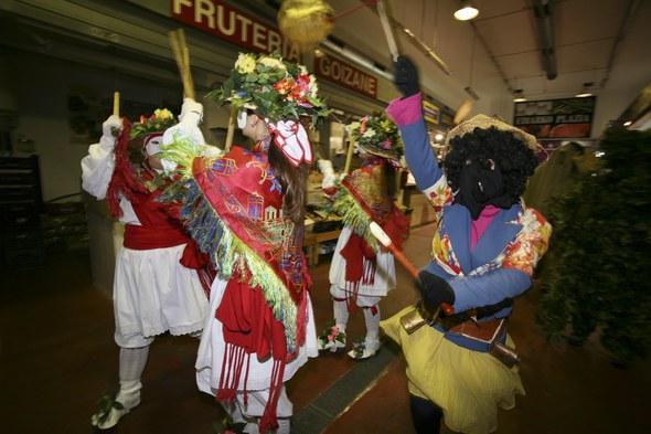 Koko-dantzak 2016: Merkatu-plaza barruan