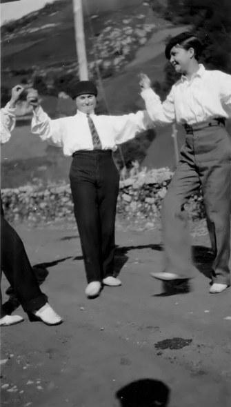 Margarita Otermin galtzekin dantzan.