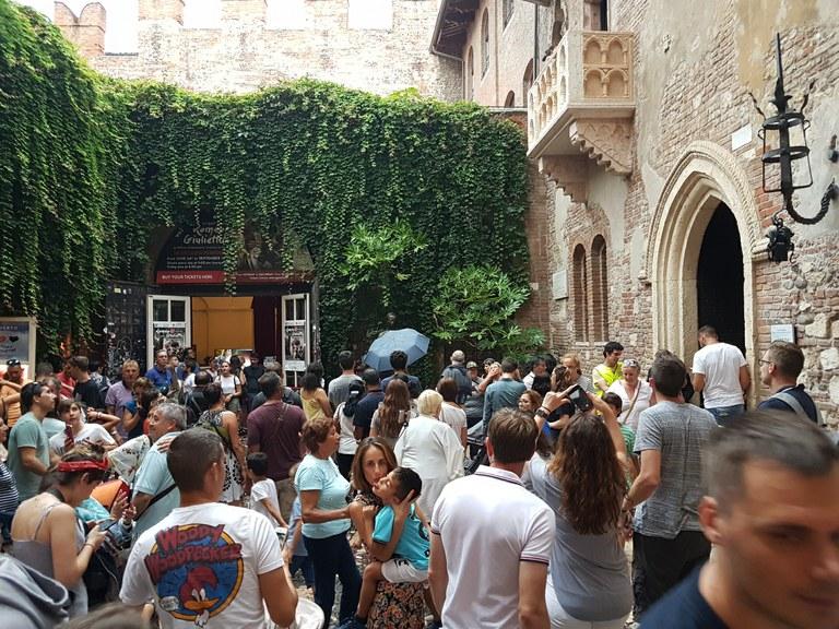 Verona: Julietaren etxeko ataria