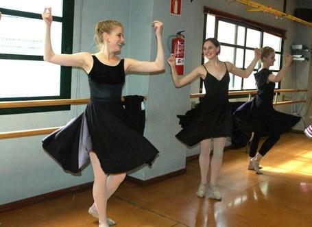 Utah-ko Unibertsitateko ballet ikasleak euskal dantzak ikastera datoz berriz