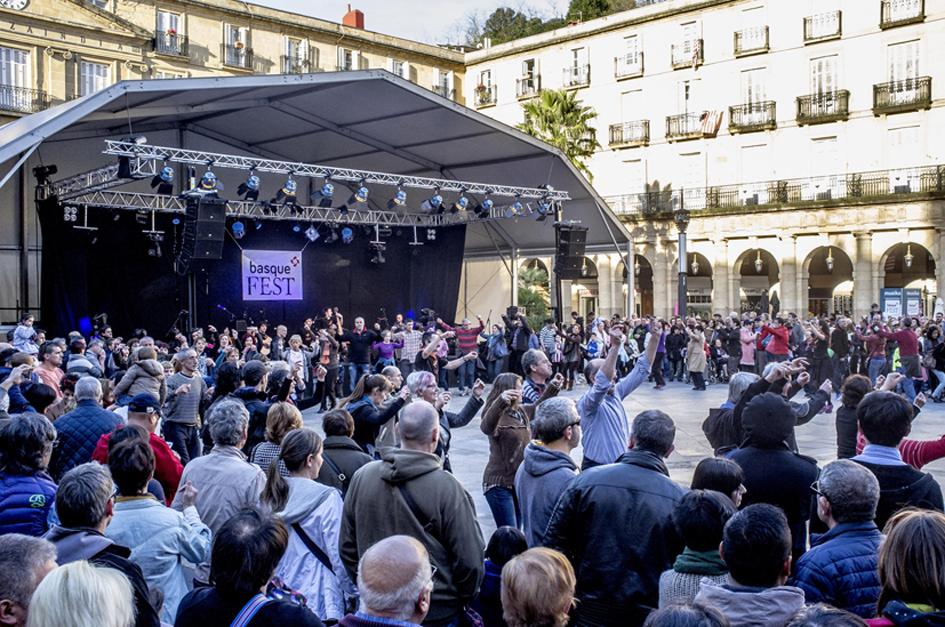 Aiko Taldea: Basque Fest erromeri-dantzaldia