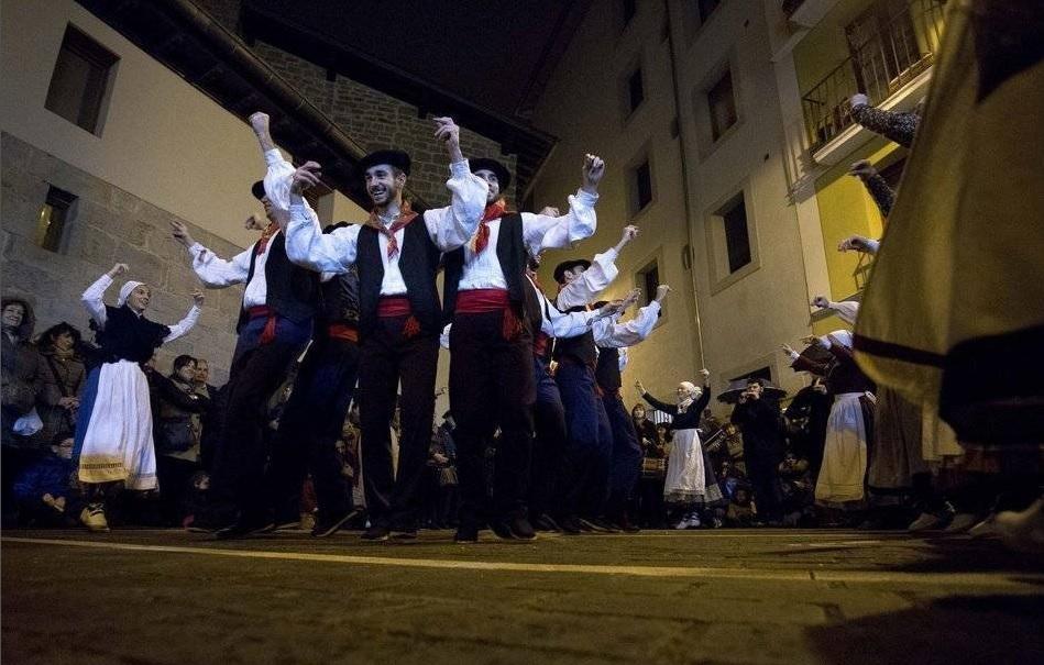 Sanblas eguneko soka-dantza, larunbatean, eguerdiz