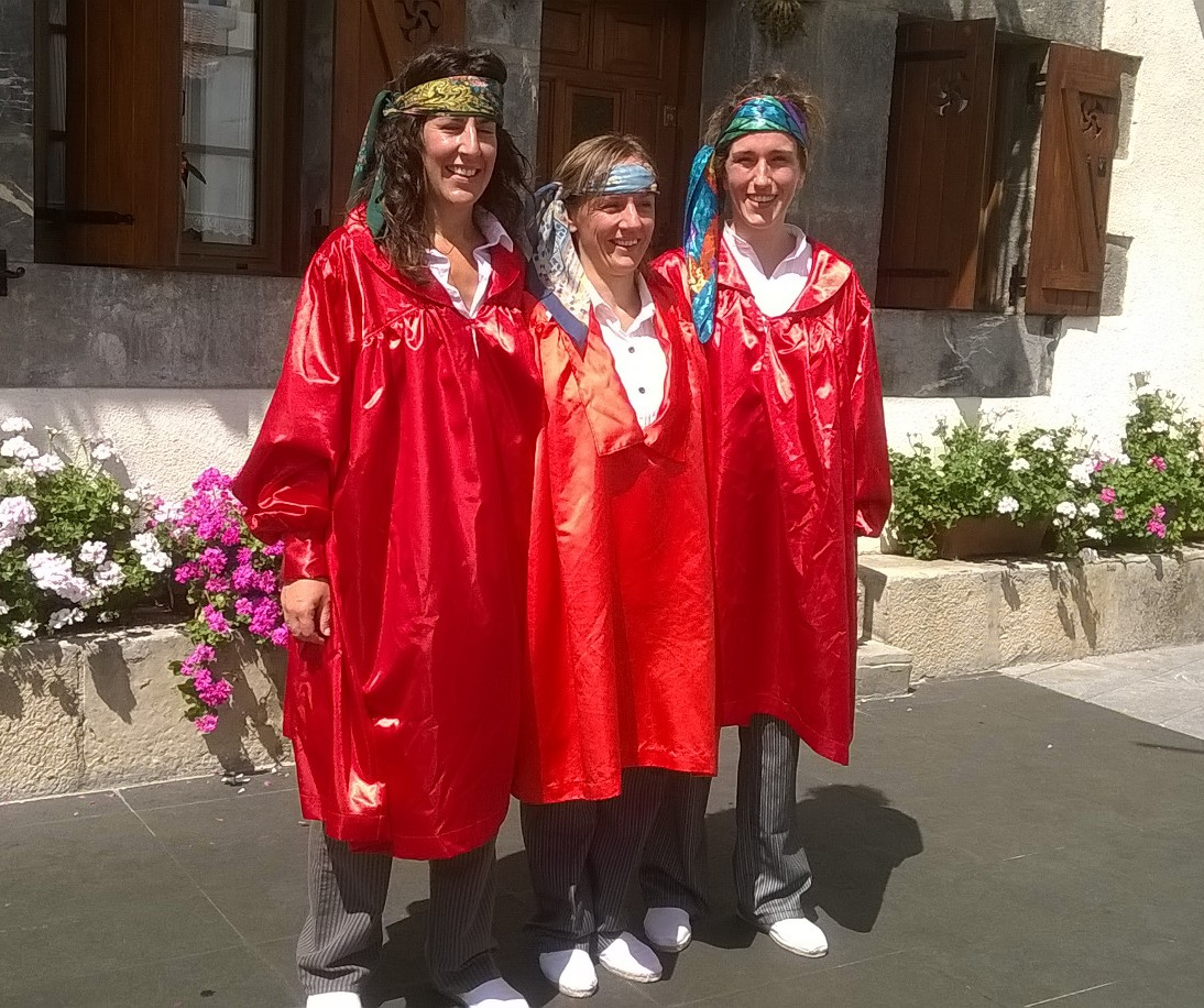 Adunan emakumeek lehen aldiz dantzatu dute axeri-dantza