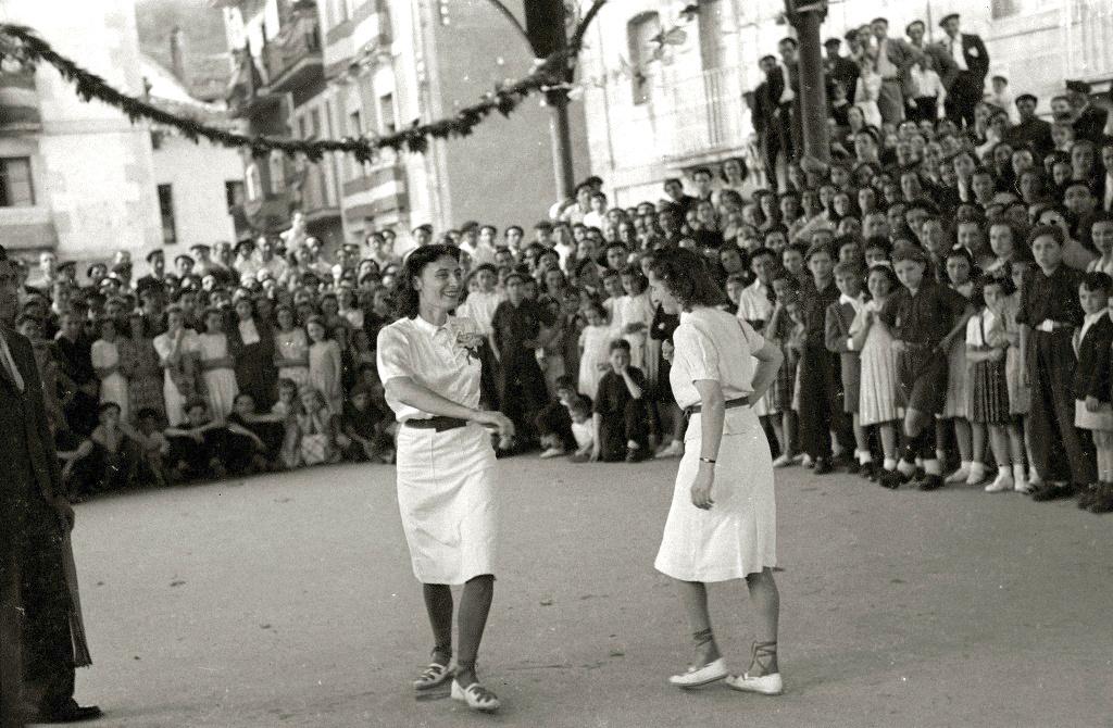Baina ba al dira tradizioz neskenak eta tradizioz mutilenak diren dantzak?