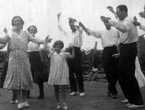 Aurresku bat Usartzan 1932an