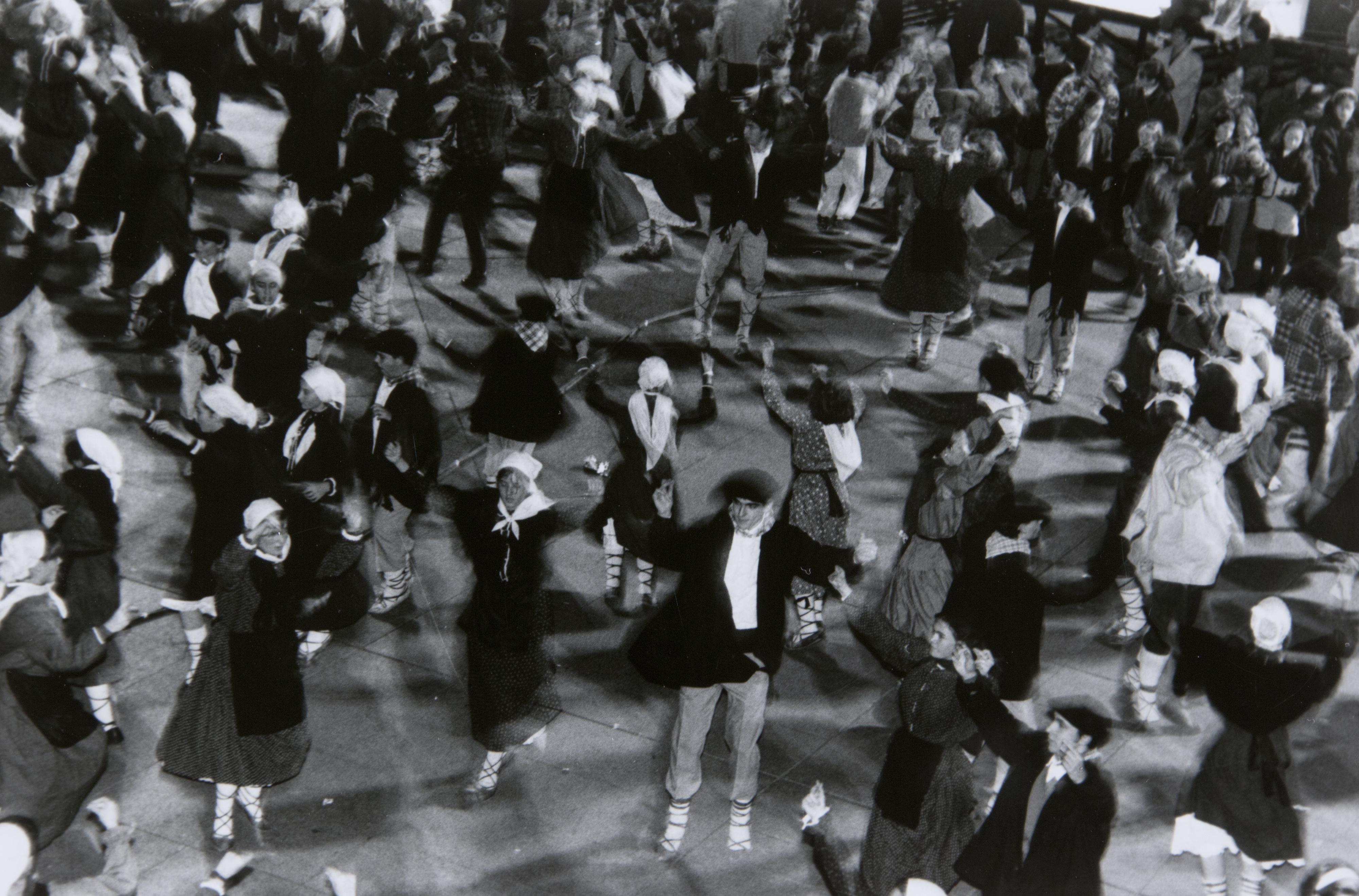 Plazara Dantzara 1993: atzera begira festarik gabeko San Andres hauetan