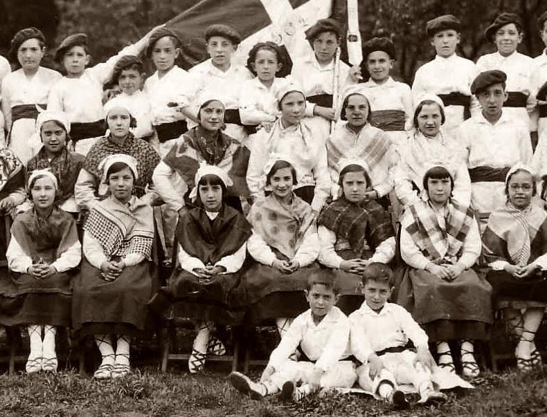 Arrasateko 1933ko poxpolin eta ezpata-dantzariak