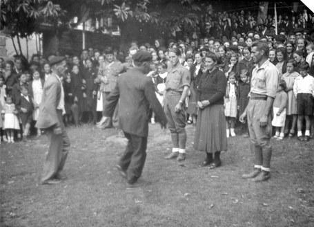 Euskara eta dantza debekatu zituzten orain 80 urte