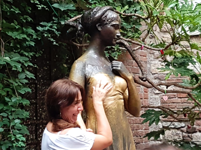 Julietaren titia eta tradizio turistikoen asmazioak